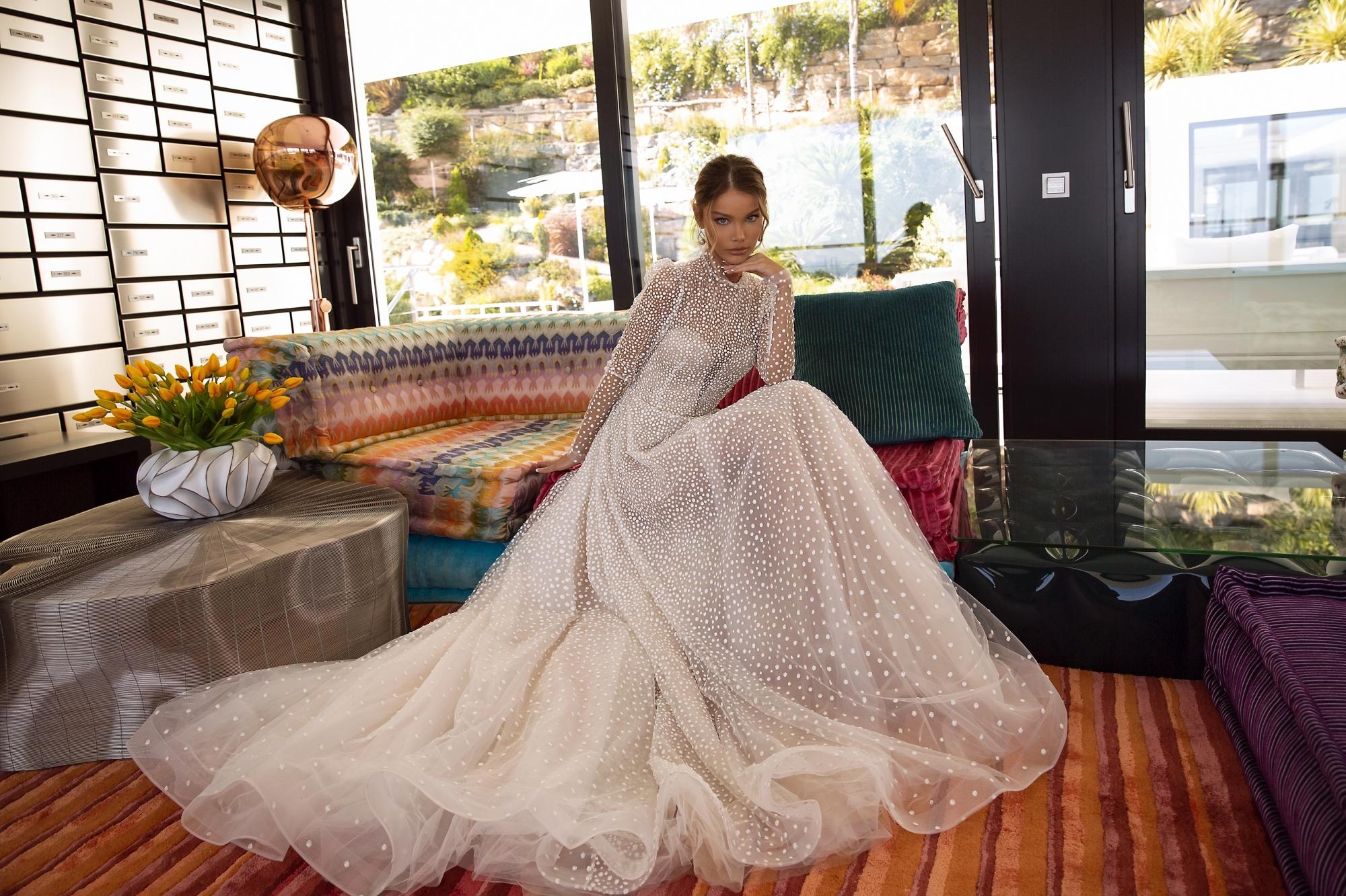 Vera Sposa livreaza rochia de mireasa